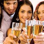 Cum organizezi o petrecere de Sărbători în companie?