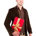 Bărbații oferă cadouri mai des decât femeile