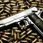 Românii pot cumpăra prea uşor arme de pe internet. De ce măsuri este nevoie?