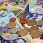 Salariul mediu, în scădere în luna mai