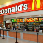 Românii au mâncat, în 2016, 61 de milioane de burgeri de la McDonald's