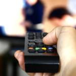 Percheziţii la persoane bănuite că ar fi piratat programe de televiziune