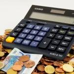 Câți români aveau restanțe la bănci, la finele anului 2015?