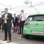 Kaufland deschide, în parcările magazinelor, stații de încărcare rapidă pentru mașini electrice