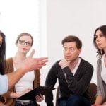 Angajații români, locul I în lume în ușurința comunicării cu colegii lor