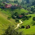 ANCOM: 3.251 de zone din mediul rural, neacoperite de reţele de internet fixe cu viteze de minim 30Mbps