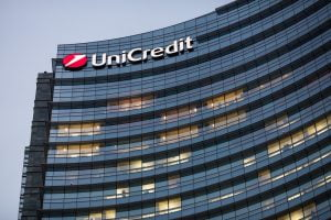 UniCredit premiu Global Finance