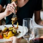 Un prânz sănătos la serviciu, beneficiul extrasalarial dorit de tot mai mulţi angajaţi