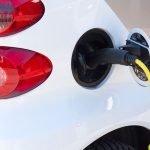 Câți români ar vrea să dețină o mașină electrică?