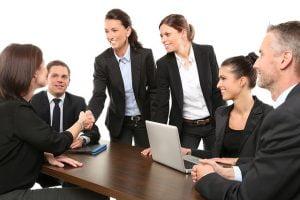 Cum verifica firmele viitorii angajati