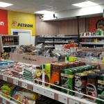 Auchan preia magazinele din benzinăriile Petrom