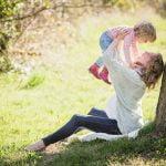 Situația femeilor în România: Cum reușesc să împace cariera cu familia?