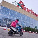 Livrări la domiciliu Auchan: Compania extinde parteneriatul cu foodpanda